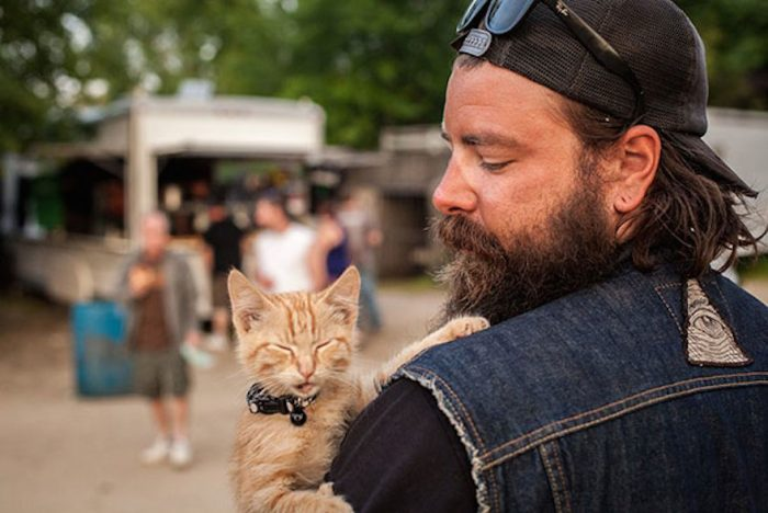 Awesome Biker Rescues Kitten And Continues Cross-Country Trip With Him